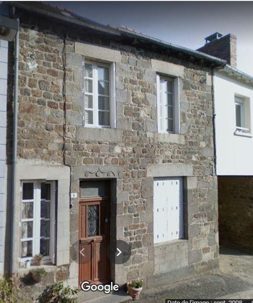 A vendre maison de bourg située à TINTENIAC (35190)
