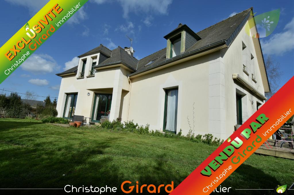 Belle maison d'architecte de 160 m² avec 5 chambres, située dans TINTENIAC (35190), axe RENNES (35000) - ST-MALO (35400)